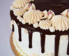 TORT Z KREMEM CZEKOLADOWYM I WIŚNIAMI - przepisy z myTaste Macarons, Cakes, Stuff Stuff, Macaroons
