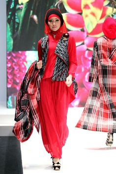 "Anemone by Hannie Hananto ""Khatulistiwa"", Indonesia Islamic Fashion Fair 2013"