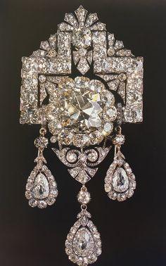 Emma's devant corsage with 214 brilliants and a 30 carat yellow diamond. Royal Crown Jewels, Royal Jewelry, Custom Jewelry, Diamond Tiara, Art Deco Diamond, Art Deco Jewelry, Fine Jewelry, Corsage, Jewelry Design Drawing