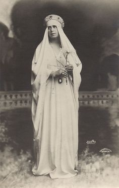 Queen Marie of Romania Queen Victoria Children, Princess Victoria, Michael I Of Romania, Maud Of Wales, Romanian Royal Family, Royal Beauty, Princess Alexandra, Royal Jewelry, Queen Mary