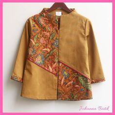 Chemise Batik Tiga Negeri Taille S Batik Kebaya, Batik Dress, Batik Fashion, Hijab Fashion, Blouse Batik Modern, Outer Batik, Batik Blazer, Western Wear, Blouse Designs