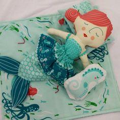 """""""Good morning little mermaid! @stacyiesthsu @modafabrics #showmethemoda #modagoestomarket #fqsfun #fqsquiltmarket"""""""