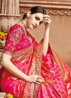 There is a wide spectrum of Saree Draping styles that women from all strata of society adopt. Crepe Silk Sarees, Indian Silk Sarees, Art Silk Sarees, Pink Saree Blouse, Saree Blouse Designs, Saree Draping Styles, Saree Styles, Lehenga, Anarkali