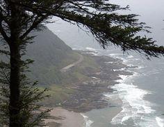 Highway 101 winds along the base of Cape Perpetua on the Oregon coast. (Photo: snowpeak / Flickr)