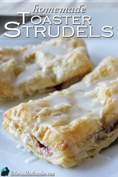 Homemade Toaster Strudel Pastries - puff pastry and filling - oven - 375 20 min Homemade Toaster Strudel, Toaster Oven Recipes, Strudel Recipes, Pastry Recipes, Cooking Recipes, Mini Desserts, Delicious Desserts, Yummy Food, Breakfast Recipes