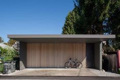 40 Modern Garage Ideas - A garage is often the most disorganized section of a household. This is because a garage is not just the resting place of automobiles. Most garages ar. Timber Garage Door, Garage Door Panels, Sliding Wood Doors, Contemporary Garage Doors, Modern Garage Doors, Modern Door, Modern Contemporary, Fran Silvestre, Door Gate Design