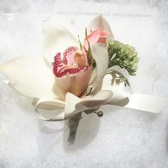 awesome vancouver florist A close look. With honor, respect, gratitude, and LOVE. A Mother's corsage. #sunflowerflorist #vancity #yvr #flowers #corsage #orchid #rose #vancouver @vancouverflower Oh my god I miss my mama again. I don't wanna make mother corsages any more... 엄마아앙  by @juliesjuly_flowers  #vancouverflorist #vancouverflorist #vancouverwedding #vancouverweddingdosanddonts
