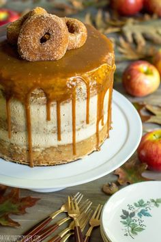 apple cider doughnut cake with mascarpone icing & cider caramel sauce Delicious Donuts, Delicious Cake Recipes, Yummy Cakes, Yummy Treats, Dessert Recipes, Doughnut Wedding Cake, Doughnut Cake, Donut Recipes, Apple Recipes