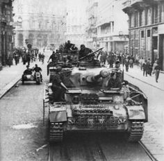 A pair of brand new Panzer IV Ausf. H tanks of the Leibstandarte Division on parade in the streets of Milan in September 1943.