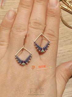 Macrame Earrings Tutorial, Crochet Earrings Pattern, Macrame Tutorial, Earring Tutorial, Small Earrings, How To Make Earrings, Bead Earrings, Macrame Bag, Macrame Jewelry