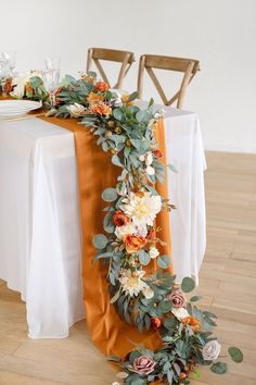 Table Orange, Wedding Centerpieces, Wedding Table Flowers, Fall Wedding Decorations, Flowers For Weddings, Sun Flower Wedding, Autumn Wedding Flowers, Wedding Flower Bouquets, Autumn Centerpieces