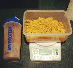 Protein Shake and Corn Flakes #protein #proteinshake #cornflakes #carbs #gains #gainz #macros #iifym #nutrition #foodpic #instafood #foodie #food #bodybuilding #bodybuildinglifestyle #workout #fitness #fitfam #instafit #fitnessaddict #fitspo #instagym #instadaily #instalike #training #weightlifting #lifting by alexjh99