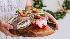 Snídaně patří k základním kamenům zdravého stravování. Panna Cotta, Pudding, Keto, Fresh, Ethnic Recipes, Food, Dulce De Leche, Custard Pudding, Essen