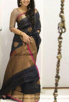 Love black in a Saree Indian Silk Sarees, Tussar Silk Saree, Indian Beauty Saree, Bengali Saree, Black Saree, Black Cotton Saree, Indian Dress Up, Trendy Sarees, Stylish Sarees