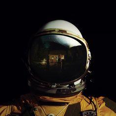 no hay momento más impactante que aquel en el que  la calidez del hogar se transforma en el espacio exterior