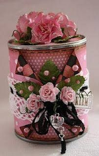 Saving for the photo- ideas of layers. Spool Crafts, Tin Can Crafts, Crafts To Make, Diy Crafts, Altered Tins, Altered Bottles, Shabby Chic Crafts, Vintage Crafts, Pringles Can