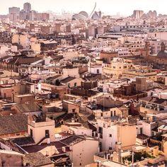 Amazing views from the top of the #Miguelete in the incredible city of #valencia #spain #ciudaddelasartes #calatrava #plazadelareina #elindulgist #travelphotography #oldcity #barrioelcarmen