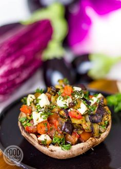 Portobello filled with eggplant and feta – FoodQuotes – Typical Miracle Feel Good Food, I Love Food, Veggie Recipes, Snack Recipes, Healthy Recipes, Superfood, Clean Eating Dinner, Diy Food, Food Dishes