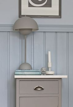 """The gray nightstand is painted in Nordsjo Dusky Calais F8.05.55"" // Feng shui bedroom - Purodeco"