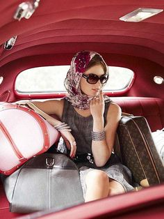 Travelling? Do it in style! Elegant touch of oversized sun glasses and vintage head scarf..