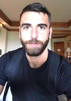 Love that beard Handsome Bearded Men, Scruffy Men, Handsome Faces, Hairy Men, Beard Styles For Men, Hair And Beard Styles, Beautiful Men Faces, Moustaches, Ideal Man