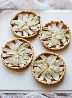 Mini Honey & Whiskey Apple Tarts. Need the weekend to come so I can make these.