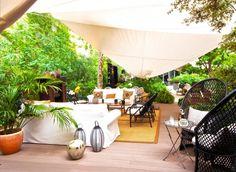 CuldeSac crea Zacapa Room Barcelona, montajes efímeros en entornos urbanos.
