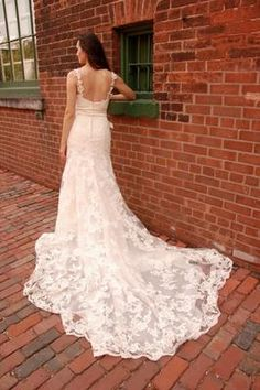 Back of the Enzoani Diana wedding dress. In love. I want this dress.