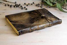 Big journals for big minds...  https://www.etsy.com/es/listing/544518628/diario-personalizado-en-piel-a4-cuaderno