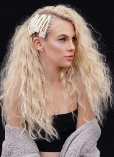 Barrette With Pearls Waves ❤ Achieve a boho look or a super elegant one wearing hair barrettes. Look through our gallery of ideas to find out the ways how to wear them. Hairstyles With Bangs, Weave Hairstyles, 1980s Hairstyles, Blonde Hairstyles, Medium Hair Styles, Short Hair Styles, Hairstyles For Receding Hairline, Asian Hair, Hair Barrettes