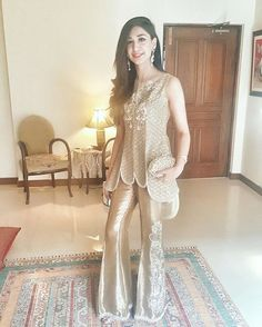 Maham lashari stun in this tends to gold #asifaandnabeel outfit @asifanabeel