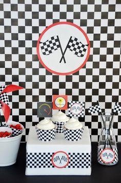 Mesa Fórmula 1. Race Car Birthday, Race Car Party, Birthday Party Tables, Cars Birthday Parties, 60th Birthday, Ferrari Cake, Ferrari Party, Car Themes, Birthdays