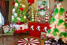 274 best christmas ideas grinch whoville images in 2019. Black Bedroom Furniture Sets. Home Design Ideas