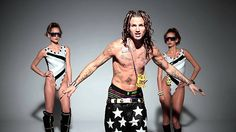 "FIGHTLAND | ""MY WALKOUT SONG"" FEATURING RiFF RAFF - http://getmybuzzup.com/wp-content/uploads/2013/11/Riff-Raff_vice_670-600x337.jpg- http://getmybuzzup.com/fightland-my-walkout-song-featuring-riff-raff/-    RiFF RAFF is currently one of the hottest MCs in the game, with no public ties to MMA, whatsoever. So, when he posted a photo to his Twitter account with street-fighting legend and infamous mixed martial artist Kimbo Slice, we simply had to ask what was up.  ABOUT F"