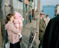 A mother and daughter. (how mothers influence your style and identity from a young age) Photography Series, History Of Photography, Life Photography, Street Photography, Martin Parr, Contemporary Photography, Artistic Photography, Photo Book, Photo Art