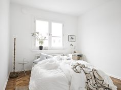 Winter chic vintage room bedroom sleep home boho bed cuddling books architecture autumn bohemian interior interior design house girly cosy cozy sleeping Dream Bedroom, Home Bedroom, Bedroom Decor, Airy Bedroom, Bedroom Small, White Bedrooms, Dream Rooms, My New Room, My Room