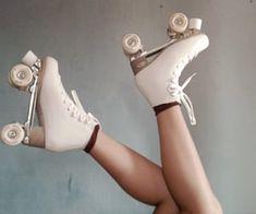Retro Roller Skates, Roller Skate Shoes, Roller Skating, Dr Shoes, Cute Shoes, Shotting Photo, Skater Girls, Retro Aesthetic, Rollers