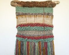 telares decorativos / woven wall hangings by Telaresyflecos Macrame Hanging Planter, Weaving Wall Hanging, Wall Hangings, Loom Weaving, Hand Weaving, Weaving Textiles, Tapestry Weaving, Weaving Projects, Art Projects