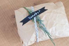 簡単だけどセンスよく見える!シンプルラッピングで大人可愛くおめかし☆ | キナリノ Paper Shopping Bag, Wraps, Packaging, Display, Gifts, Wrapping, Yahoo, Gift Ideas, Floor Space