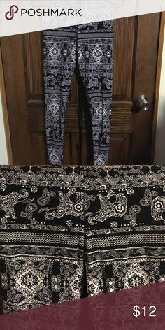 rue21 black and white soft leggings Super soft black and white elephant leggings. Worn once! Rue21 Pants Leggings
