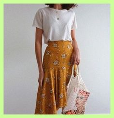 macadameia – Yellow skirt for casual summer outfit Source by – - fashionable summer casual Modest Fashion, Fashion Clothes, Fashion Outfits, Womens Fashion, Casual Fashion Trends, Summer Fashion Trends, Looks Cool, Looks Style, Minimalist Outfit