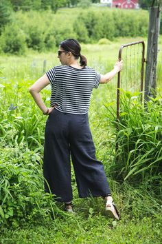 Sewing the gorgeous Flint Pants pattern by Megan Nielsen in yummy soft linen.