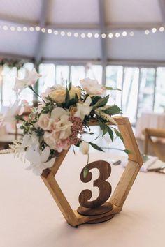 Terrarium Centerpiece, Terrarium Wedding, Floral Centerpieces, Floral Arrangements, Centerpiece Decorations, Floral Wedding Decorations, Table Arrangements, Reception Decorations, Decoration Evenementielle
