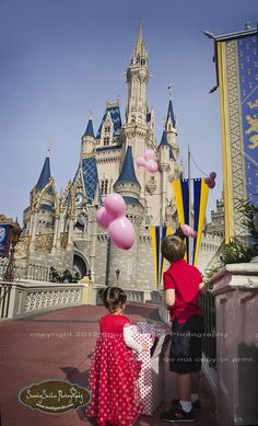 Gender Reveal Portrait Session in Disney World Magic Kingdom!  Would be so appropriate for my fam!!!!!!