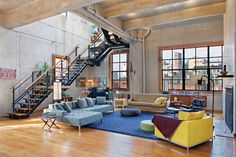 Designed by architect Michael Haverland this unique loft interior design in New York incorporates all the right ingredients for a modern, yet comfortable industrial style. Wood, concrete, glass, metal, massive factory style windows, tall ceilings, open plan, major space … sublime, right? The staircase makes quite a statement