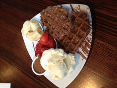 Max Brenner - Waffles with chocolate, vanilla ice-cream, strawberries and bananas