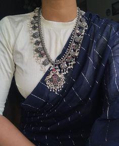 Thank you for this gorgeous saree hashtagazhagi Lehenga Designs, Kurta Designs, Blouse Neck Designs, Simple Sarees, Trendy Sarees, Stylish Sarees, Saree Draping Styles, Saree Styles, Blouse Styles