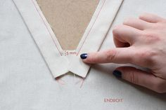 free popover placket and tutorial Sewing Hacks, Sewing Tutorials, Sewing Crafts, Sewing Projects, Sewing Patterns, Coin Couture, Couture Sewing, Techniques Couture, Sewing Techniques