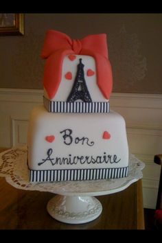 the perfect combination.  paris and cake <3.