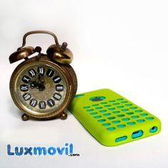 Esta funda tiene algo que nos traslada a un tiempo mejor.  Ese toque retro-futurista que tanto nos gusta en muchos más colores ¡por 2,95€! http://www.luxmovil.com/funda-iphone5c-silicona-verde.html